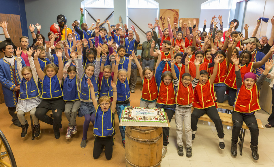 The National Battlefields Commission celebrated the visit of its one millionth group participant this morning - the students of Mr. Bouchard's class from the Marguerite-Bourgeoys elementary school in La Cité-Limoilou . (CNW Group/National Battlefields Commission)