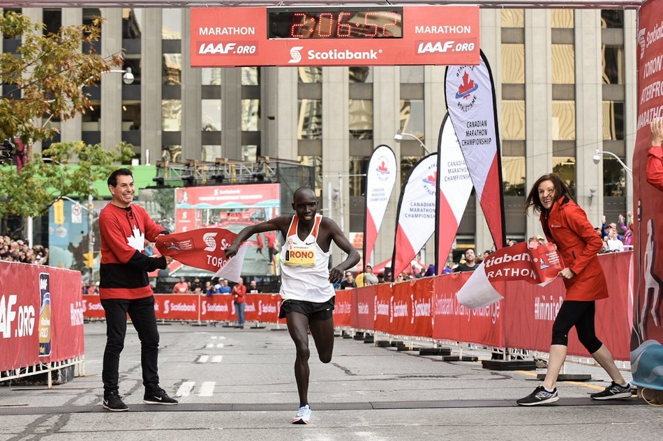 Winner of the Scotiabank Toronto Waterfront Marathon, Philemon Rono crosses the finish line with a time of 2:06:52, to defend his title. This is the fastest marathon ever run on Canadian soil. (Photo credit Todd Fraser) (CNW Group/Scotiabank)