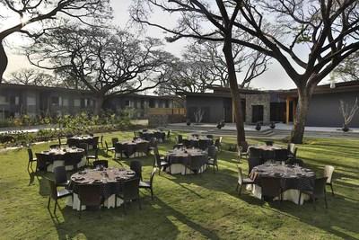 Les grands groupes, issus des milieux d'entreprise, peuvent dîner en plein air dans l'un des nombreux espaces extérieurs accueillants au Costa Rica. Une excellente façon de clôturer la soirée, après une longue journée de réunions de planification.