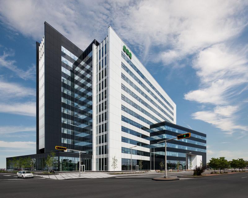 La Tour SSQ, qui se distingue par son architecture soignée et lumineuse, a été bâtie selon les principes de développement durable et a reçu la certification LEED(MD) Or. (Groupe CNW/SSQ GROUPE FINANCIER)