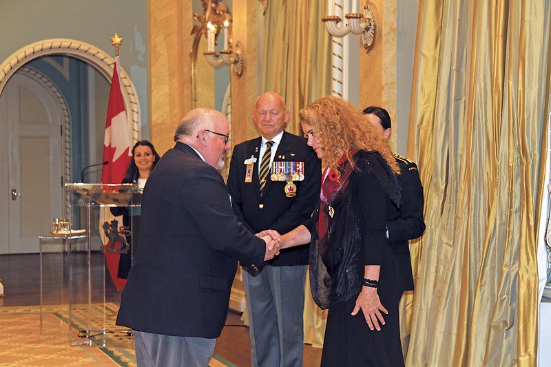 David Flannigan, President, The Royal Canadian Legion offered the First Poppy to Her Excellency, the Right Honourable Julie Payette, Governor General and Commander-in-Chief of Canada at a ceremony at Rideau Hall today. Photo credit: Sharon Adams, Legion Magazine (CNW Group/The Royal Canadian Legion Dominion Command)