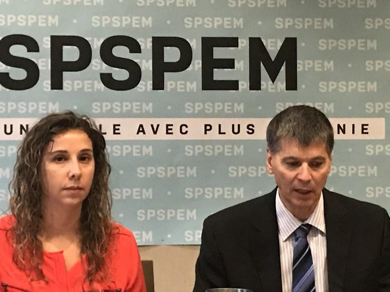 Sur la photo, gauche à droite : Gisella Gesuale, vice-présidente, et André Émond, président du SPSPEM. (Groupe CNW/Syndicat professionnel des scientifiques à pratique exclusive de Montréal (SPSPEM))