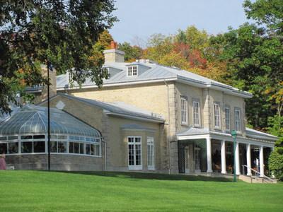 La villa du domaine Cataraqui en automne. Crédit : CCNQ; photographe : Anne-Marie Gauthier (Groupe CNW/Commission de la capitale nationale du Québec (CCNQ))