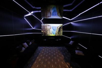 """""""La tecnología de fuente de luz patentada por Hisense proporciona imágenes increíblemente nítidas al Laser TV, exhibiendo colores naturales y un brillo espectacular en cualquier habitación y no solamente en salas de home theater con control de luz"""". (PRNewsfoto/Hisense)"""