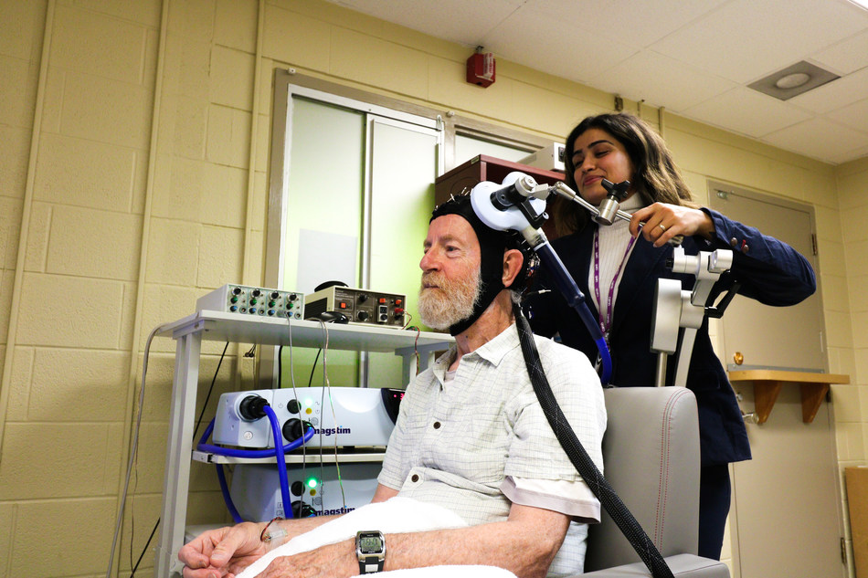 Study participant undergoing EEG brain scan (CNW Group/Centre for Addiction and Mental Health)