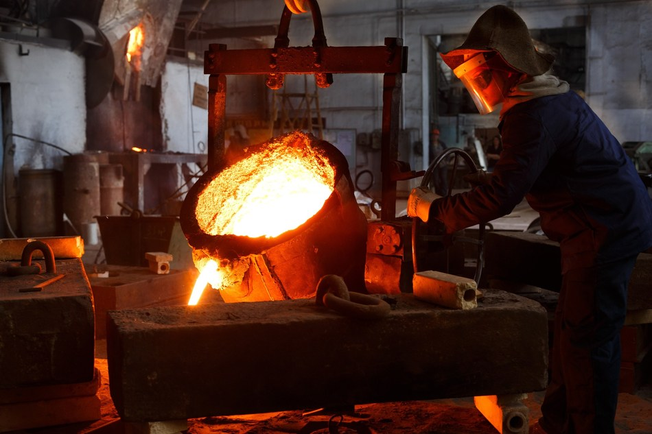 MONARQUES GOLD ANNOUNCES THE FIRST GOLD POUR AT THE BEAUFOR MINE SINCE ITS ACQUISITION (CNW Group/Monarques Gold Corporation)