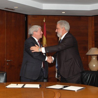 Lockheed Martin Executive Vice President Dale Bennett (left) shakes hands with Navantia President Esteban García Vilasánchez after signing a renewed Memorandum of Agreement between the companies to collaborate to explore mutually beneficial new business opportunities in the areas of surface ships and naval combat systems. Photo courtesy Lockheed Martin.