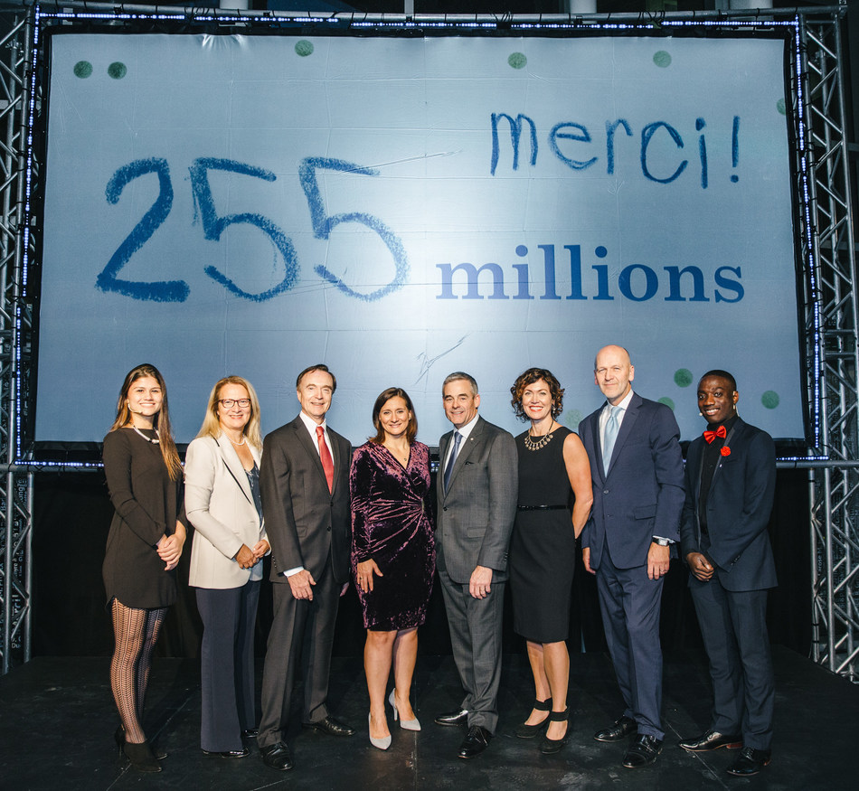 From left to right: Raphaële Maltais, Ms. Jacynthe Côté, Dr. Fabrice Brunet, Ms. Maud Cohen, Mr. Pierre Boivin, Ms. Catherine Rowe, the Honourable Michael M Fortier, Djammy Charles (CNW Group/CHU Sainte-Justine Foundation)