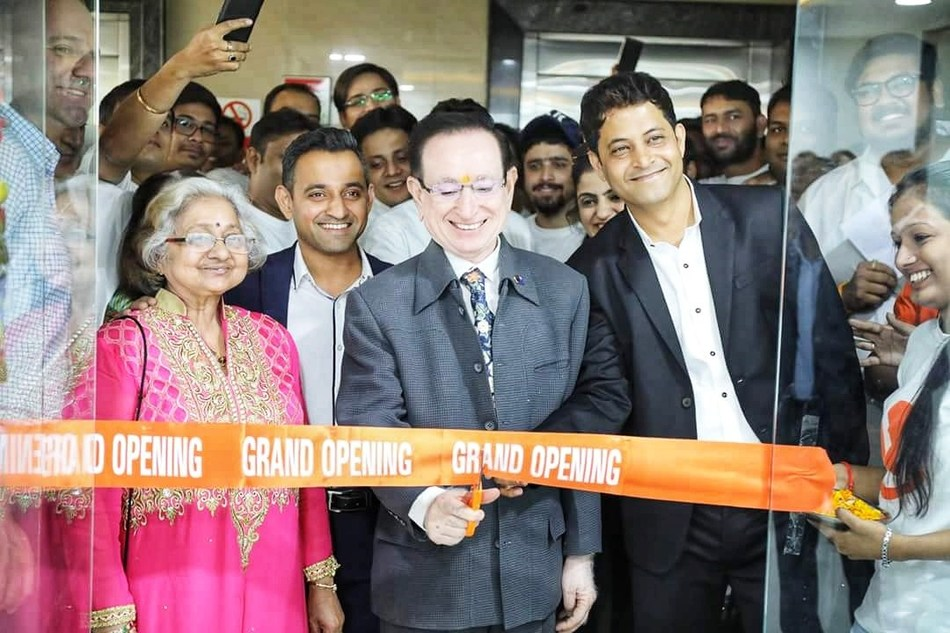 Webgility CEO Parag Mamnani (left) and India Director of Operations Manoj Chhablani (right) watch as Mamnani's parents cut the ribbon on the new Indore office.
