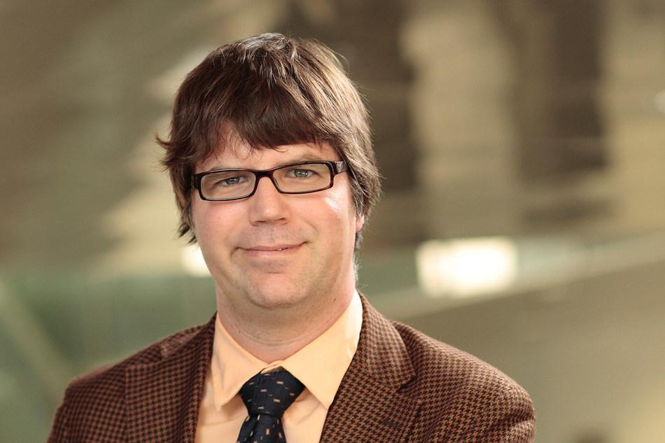 Le professeur de l'Université TÉLUQ Yan Hamel, finaliste du prix Victor-Barbeau (Groupe CNW/Université TÉLUQ)