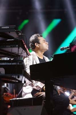 Musician A. R. Rahman put on a soul-stirring performance, featuring select songs from the official 2.0 soundtrack supported by stunning special effects. The Academy Award winner was accompanied by the 55-member Macedonian Symphonic Orchestra. (PRNewsfoto/Lyca Productions)