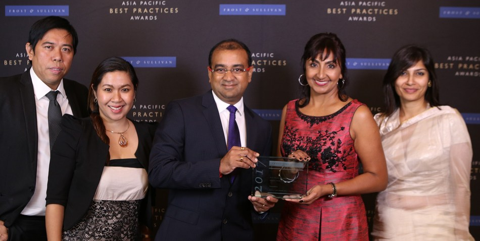 Team Aspect with 2017 Frost & Sullivan Asia Pacific Outbound Systems Market Share Leadership Award (PRNewsfoto/Aspect Software)