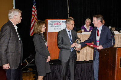 Leaders from The Everett Clinic accept the William O. Robertson Patient Safety Award from the Washington State Medical Association (Photo: Andrea Peer Photography)