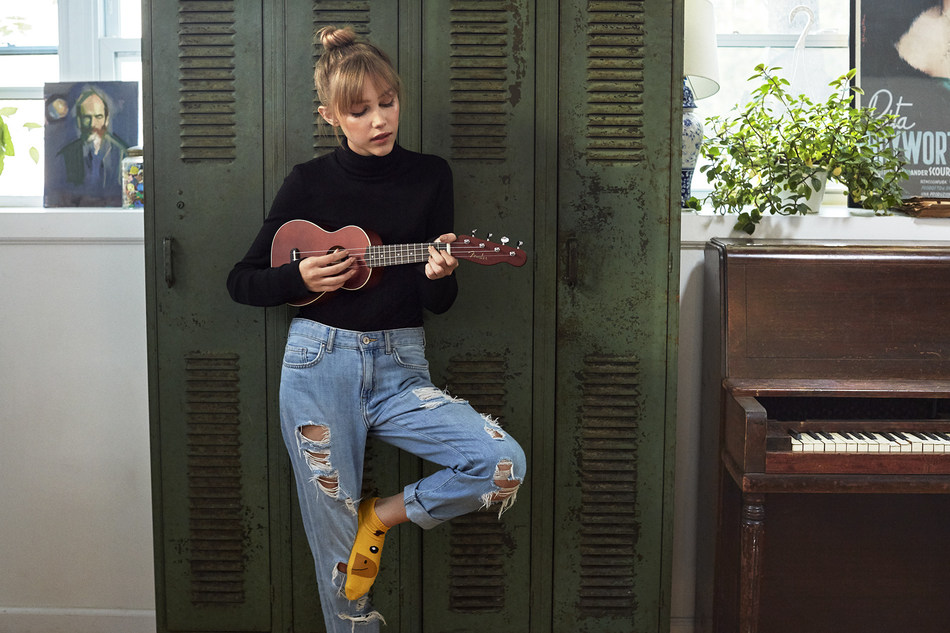 Grace VanderWaal, the youngest Signature Artist in Fender history, with a Fender California Coast Series Venice Ukulele in Natural.