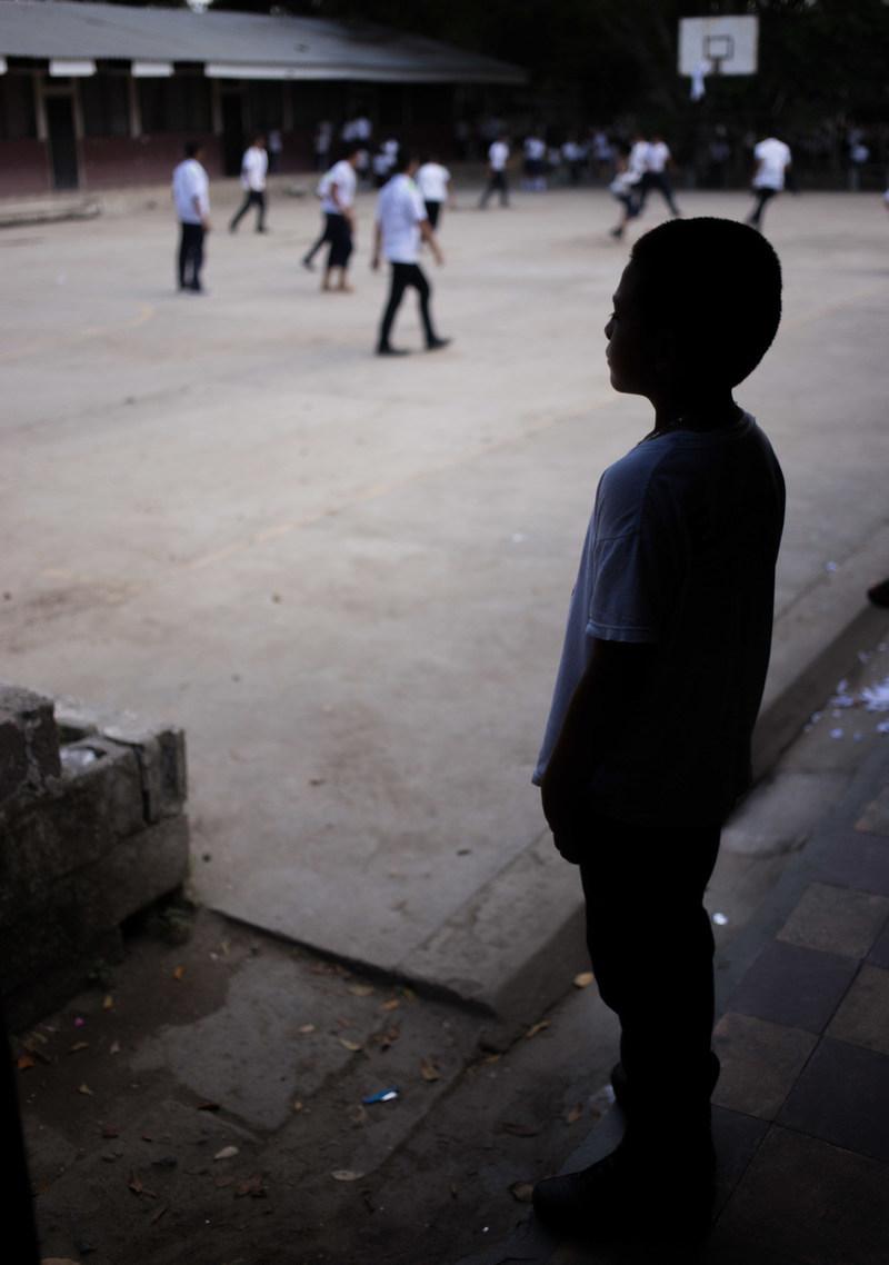 Javier, 10 ans, est à l'école Carlos Alberto Rivera Hernandez soutenue par l'UNICEF, à San Pedro Sula, Cortes, Honduras. Il a perdu son père et ses cinq oncles en raison de la violence perprétrée par les gangs et sa mère l'a abandonné. © UNICEF/UN076694/Amaya (Groupe CNW/UNICEF Canada)