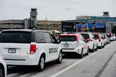 365 voitures de taxis arborent le « Bonjour » à Montréal-Trudeau (Groupe CNW/Aéroports de Montréal)