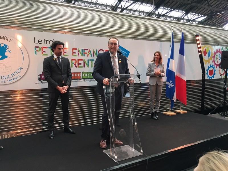 De gauche à droite : Mathias Vicherat, directeur général adjoint du groupe SNCF; Louis Senécal, président-directeur général de l'AQCPE; Nathalie Casso-Vicarini, fondatrice et présidente d'Ensemble pour l'éducation (Groupe CNW/Association québécoise des centres de la petite enfance)