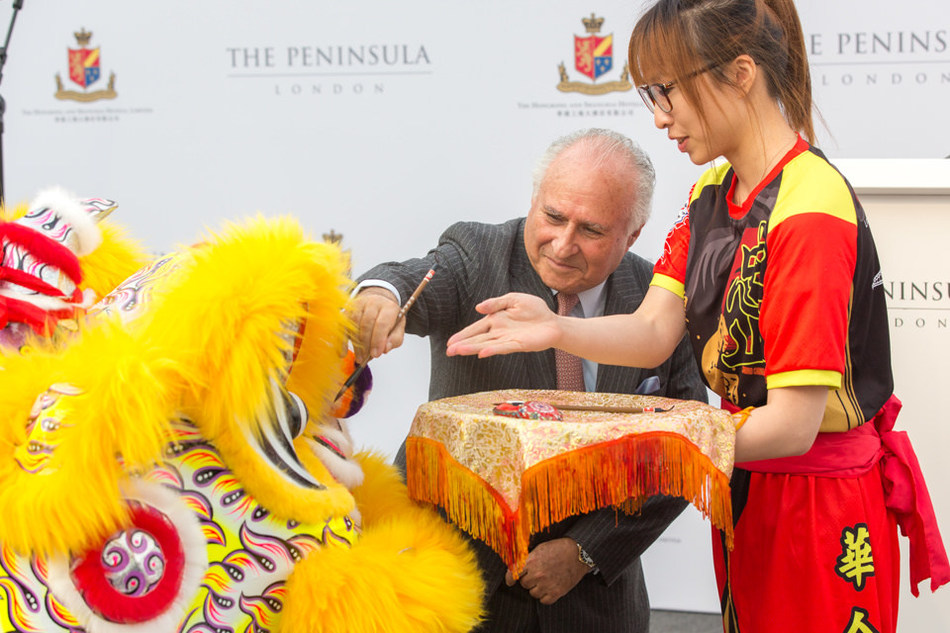 The Honourable Sir Michael Kadoorie dotting the eye of the lion at the groundbreaking ceremony of The Peninsula London on 2 November 2017 (photo credit: Robin Ball) (PRNewsfoto/The Hongkong and Shanghai Hotel)