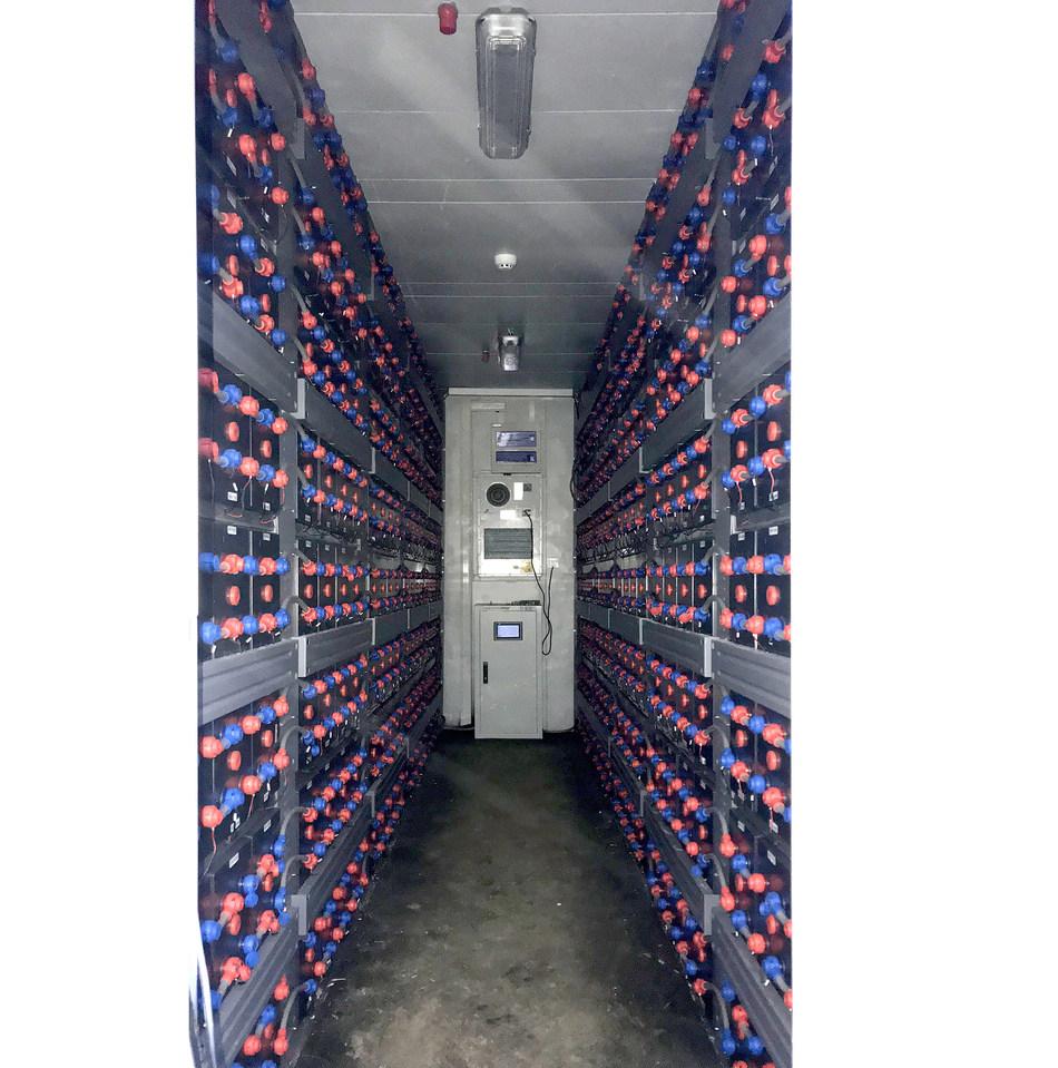 L'intérieur de la centrale électrique (PRNewsfoto/Narada Power Source Co.,Ltd)