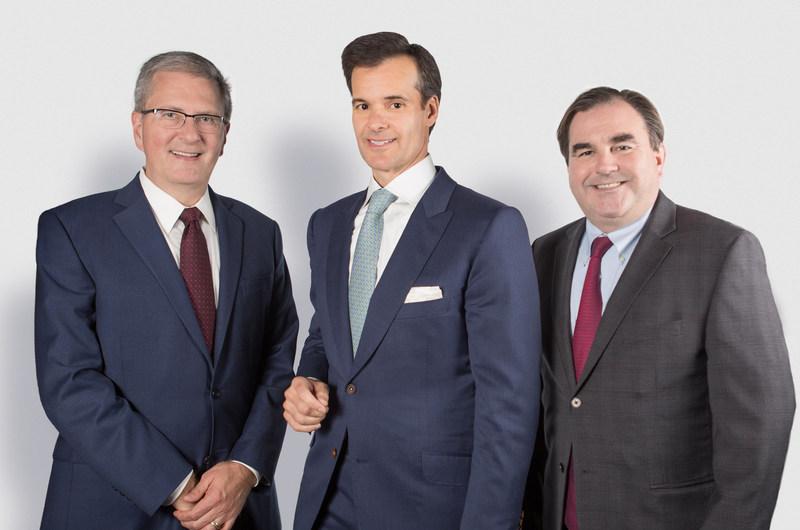 Le recteur de Concordia Alan Shepard (à gauche) accompagné des coprésidents de la campagne, les hommes d'affaires et philanthropes Lino Saputo Jr. (au centre) et Andrew Molson (à droite). (Groupe CNW/Université Concordia)