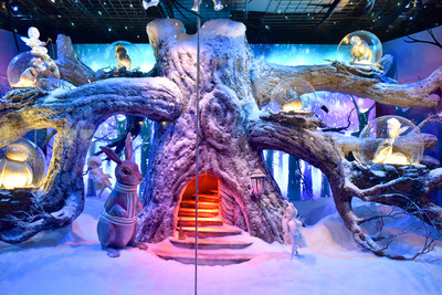 HUDSON'S BAY HOLIDAY WINDOWS 2017: Winter Woodlands: A rabbit ventures toward a magical tree with woodland creatures (CNW Group/Hudson's Bay)