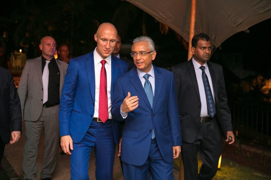 Andrey Dashin, owner of the Alpari brand (left) and The Hon Pravind Kumar Jugnauth, Prime Minister of Mauritius (right) (PRNewsfoto/Alpari)