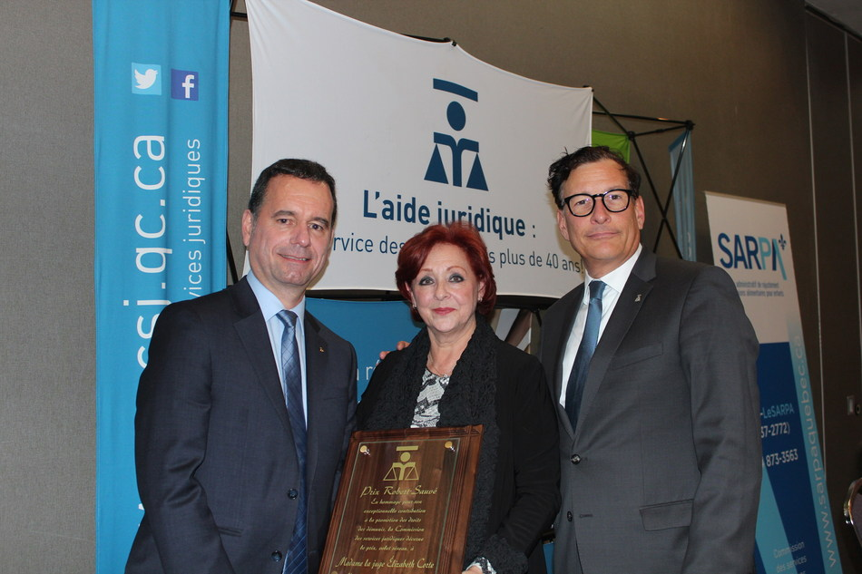 From left to right : Me Yvan Niquette, chairman of the Commission des services juridiques, the honourable Élizabeth Corte, Court of Quebec judge, recipient of the Robert-Sauvé 2017 – Network award and Me Gilles Trudeau, corporate Secretary of the Community legal Centre of Montreal. (CNW Group/Commission des services juridiques)