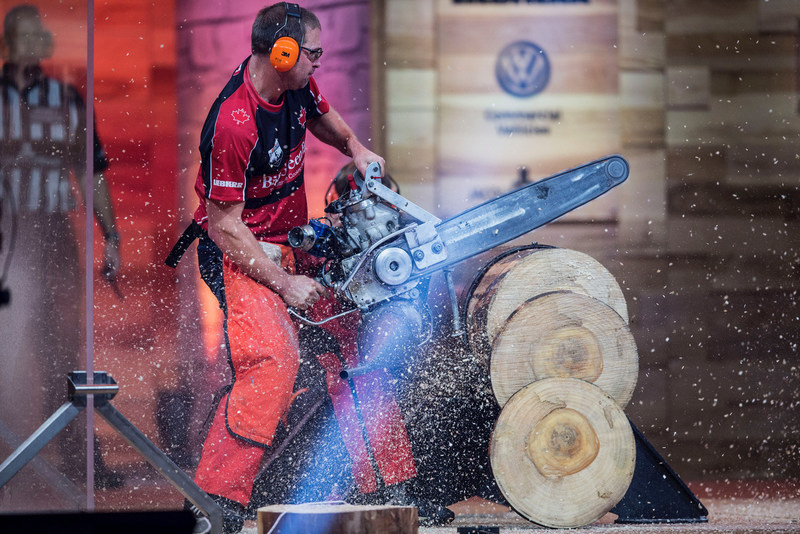 Mitch Hewitt saws his way to a bronze medal finish at STIHL TIMBERSPORTS World Championships. (CNW Group/STIHL TIMBERSPORTS)