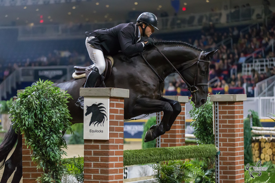 Brent Balisky finished in third riding Class Act, owned by Wendy Valdes, and in fourth aboard Easystreet (pictured), owned by Thunderbird Show Stables. Photo by Ben Radvanyi Photography (CNW Group/Royal Agricultural Winter Fair)