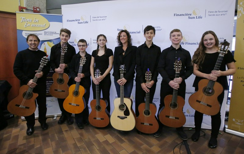 Grammy and Juno-Award winning Canadian music icon, Sarah McLachlan, with student performers from Suzuki Music of Ottawa. (CNW Group/Sun Life Financial Inc.)