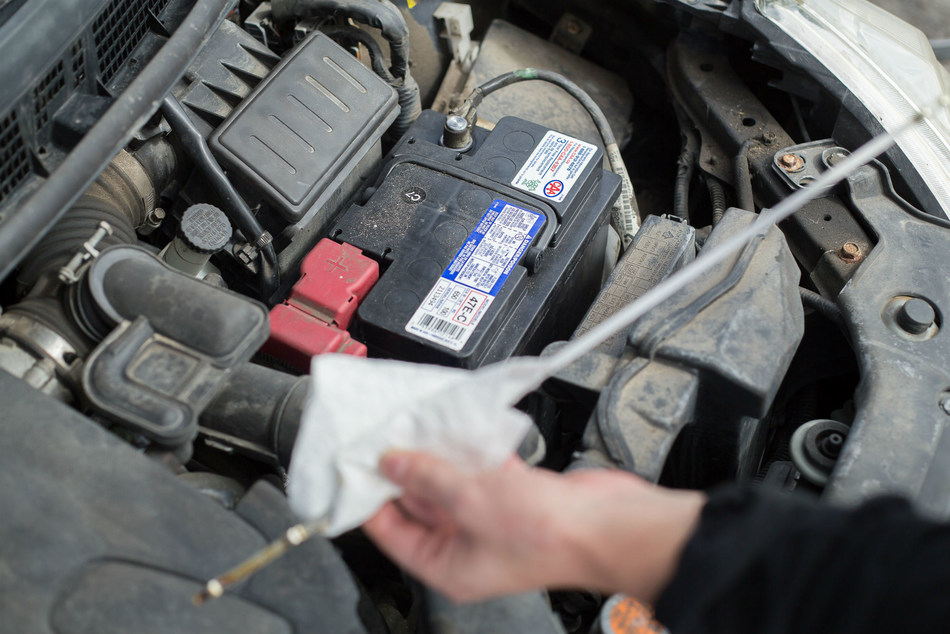 CAA SCO says that now is the time to install winter tires, test your battery, service your brakes and ensure all regular car maintenance is up to date. (CNW Group/CAA South Central Ontario)