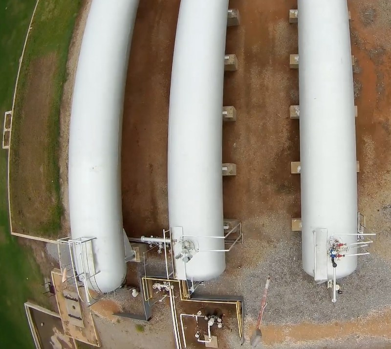 UAV overflying gas storage tanks in order to detect methane leaks.