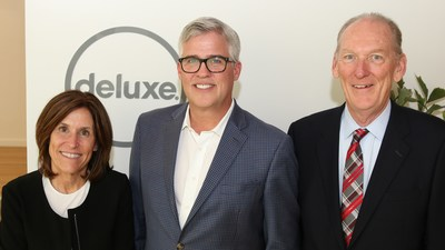 Deluxe CEO John Wallace welcomes UCLA IS Associates board members at the Santa Monica facility. Pictured is Deluxe CIO Cindy McKenzie, Wallace, and Don Olender, UCLA IS Associates Executive Director. (Photo: Thomas Phelps IV, Laserfiche)