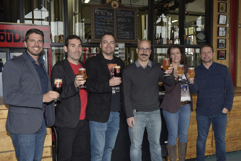 From left to right : Patrick D'Anjou, Vice-president, Sales, Quebec, Molson Coors Canada, André Trudel, Brewmaster, Trou du diable, Luc Bellerive, Finance Director, Trou du diable, Isaac Tremblay, President and Manager, Business Development, Trou du diable, Sandra Gagnon, Senior Manager, Marketing, Six Pints, Franck Chaumanet, member of senior management, Trou du diable (CNW Group/Molson Coors Canada)