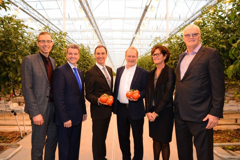 From left to right: Simon Mercier (WM), Luc Ménard (Desjardins Capital), Jacques et Réjean Demers (Productions Horticoles Demers), Murielle Joncas (Capital Financière agricole) and Normand Chouinard (Fonds de solidarité FTQ) (CNW Group/Fonds de solidarité FTQ)