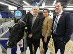 Left to right: Steve Dolson, Carolyn Stewart and Graham Lloyd – R.I. Tennison photo (CNW Group/Royal Agricultural Winter Fair)
