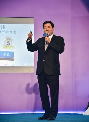One of the exhibitor owner, Chang Fang-Jung, President of DLJ Group was also the speaker of 1st day series seminars.