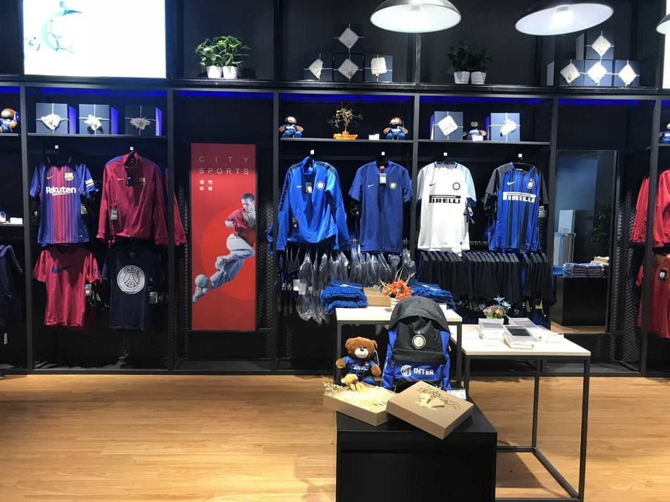 The souvenirs of F.C. Internazionale Milano, a world-class football club owned by Suning, are highlighted in the store
