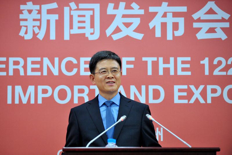 M. Xu Bing, porte-parole de la Foire de Canton, a souligné que les résultats fructueux atteints lors de la 122e édition de la Foire de Canton ont été réalisés grâce au nombre croissant d'acheteurs et leur pouvoir d'achat. (PRNewsfoto/Canton Fair)