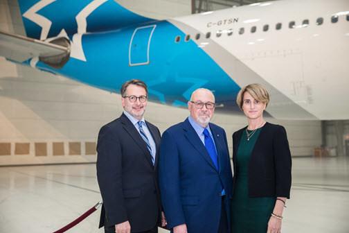 Jean-François Lemay, président-directeur général d'Air Transat, Jean-Marc Eustache, président et chef de la direction de Transat, et Annick Guérard, chef de l'exploitation de Transat (Groupe CNW/Transat A.T. Inc.)