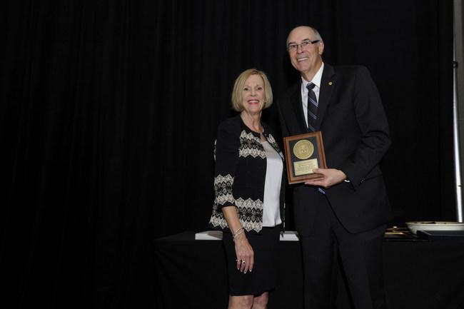 Dr. Steven Eckert receiving the American College of Prosthodontists Dan Gordon Award.