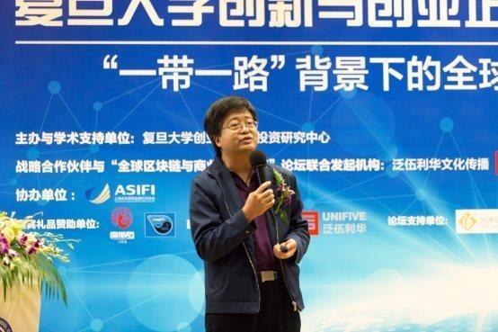 Dr. Quan Liu gave a presentation at the forum