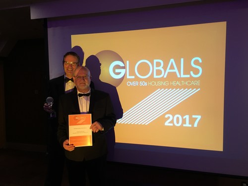 Parkbridge's Lachlan MacLean, Vice President of Property Operations, and Sandy Higgins, Vice President of Planning & Infrastructure, Accept Global Award for Most Outstanding Exemplar of Land Lease in 2017. (CNW Group/Parkbridge Lifestyle Communities Inc.)