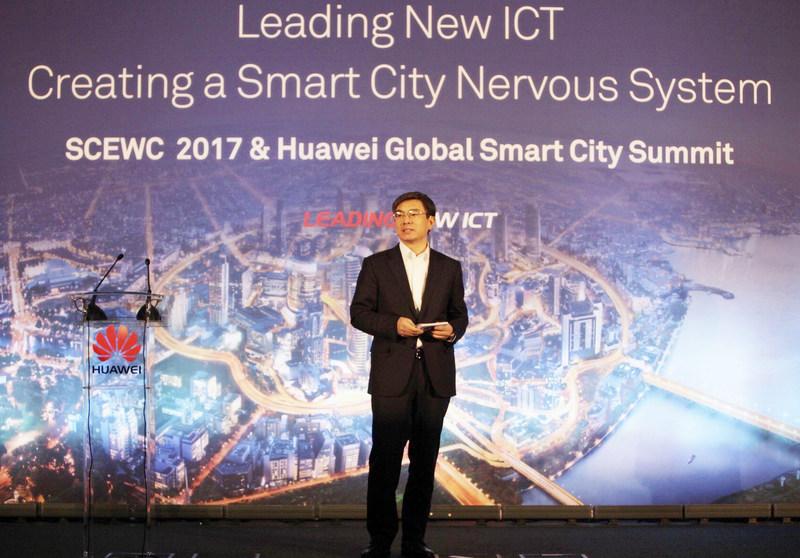 Yan Lida, président de Huawei Enterprise BG, a prononcé le discours inaugural du Sommet mondial de ville intelligente de Huawei (PRNewsfoto/Huawei)
