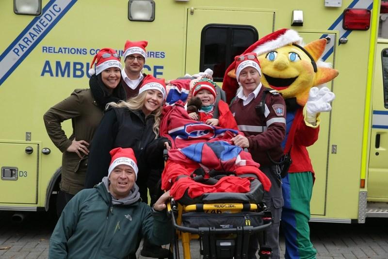 Urgences-santé fait vivre la magie de Noël à une cinquantaine d'enfants malades (Groupe CNW/Urgences-santé)