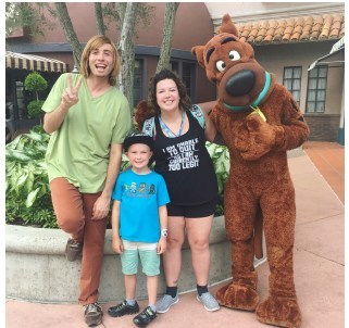 Seamus and his mom, Amy, with Shaggy & Scooby-Doo (CNW Group/Yukon Mining Alliance)