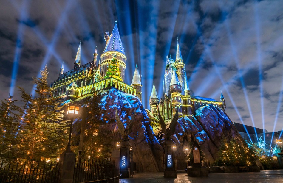 """Universal Studios Hollywood Celebrates the Yuletide Arrival of the All-New """"Christmas in The Wizarding World of Harry Potter"""" Bringing a Dazzling Light Projection Spectacular to Hogwarts Castle and Festive Holiday Entertainment and Décor to the Immersive Land."""