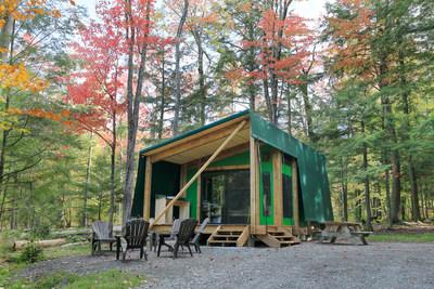 La Sépaq réinvente le prêt-à-camper grâce à un hybride ingénieux et tout confort entre le chalet et la tente. (Groupe CNW/Société des établissements de plein air du Québec)