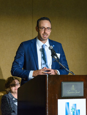 DDF Vice President Michael Ehren accepting the Excellence in Healthcare Program Award at the 2017 Greater Fort Lauderdale Chamber of Commerce Excellence in Healthcare Awards Luncheon