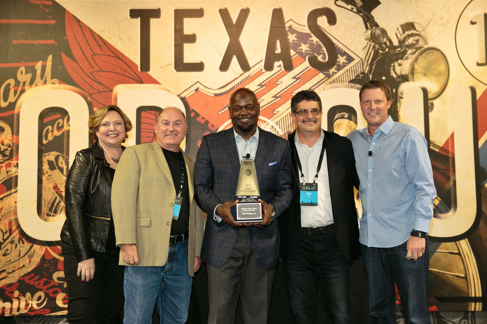 NFL Hall of Famer Emmitt Smith presented a Strategic Product Award for IoT to Zipit at the AT&T Partner Exchange Summit in Dallas, TX.